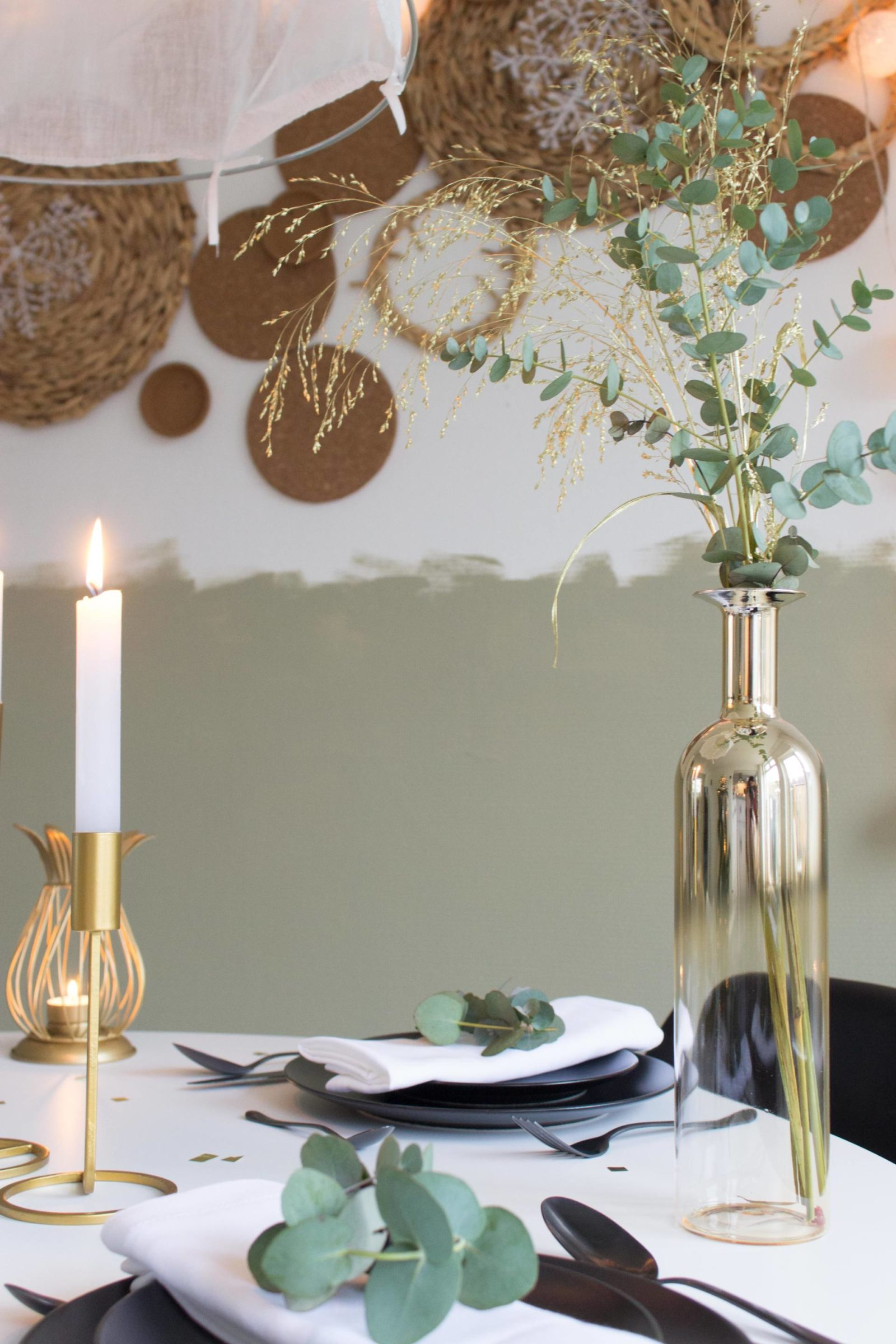 kersttafel gouden vaas