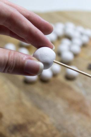 sneeuwvlok van klei kralen DIY