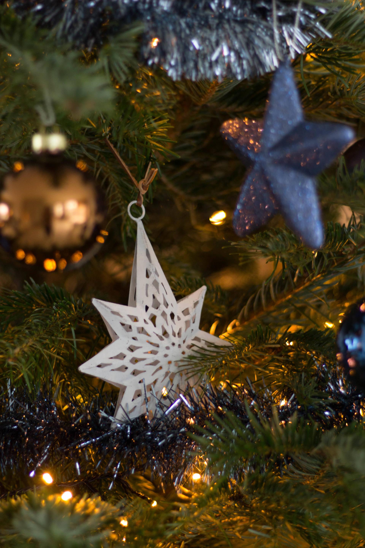 kerstboom met blauw en koper
